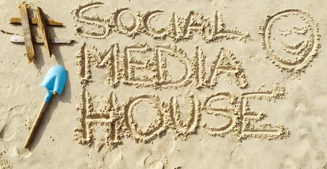 #SocialMediaHouse